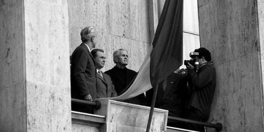 coposu_1990_piata_victoriei