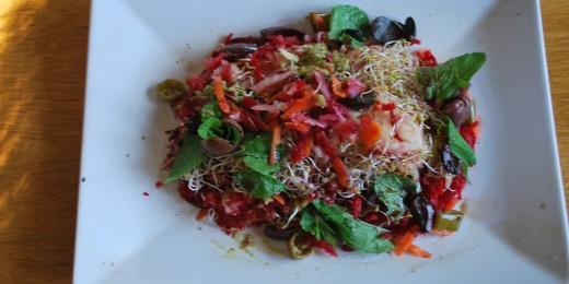 salata de sfecla, gulie si grau incoltit